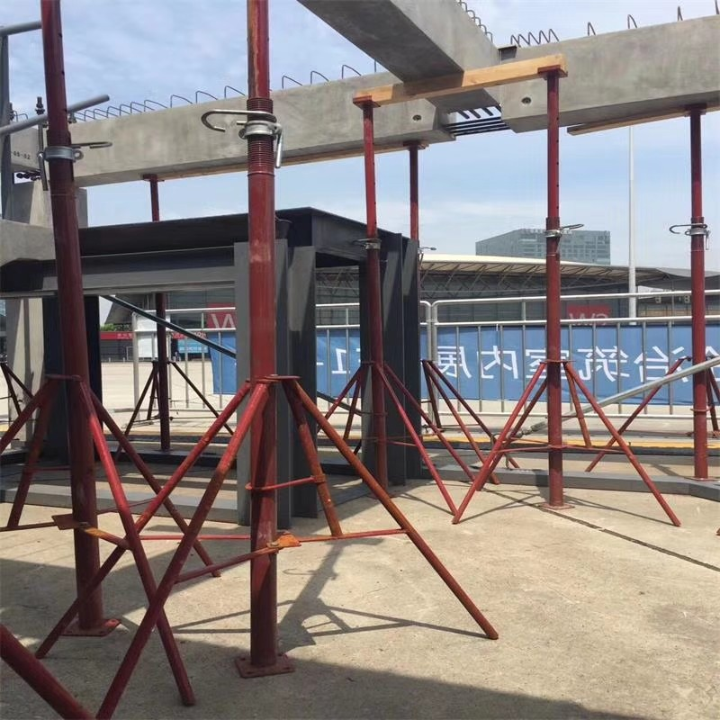 Adjustable scaffolding steel props
